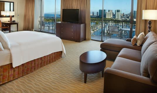 Rainbow Tower Harbor/Ocean View Junior Suite King Bed